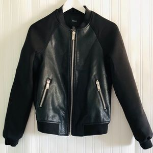 FOREVER 21 black faux leather/scuba jacket zippers
